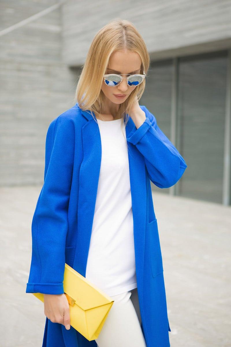 Tatiana Korsakova, Татьяна Корсакова with yellow clutch and blue coat