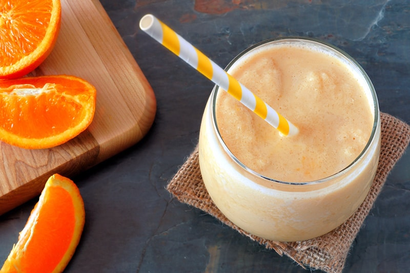 Сок и апельсина также содержит яблоко и лимон, но также используется морковь