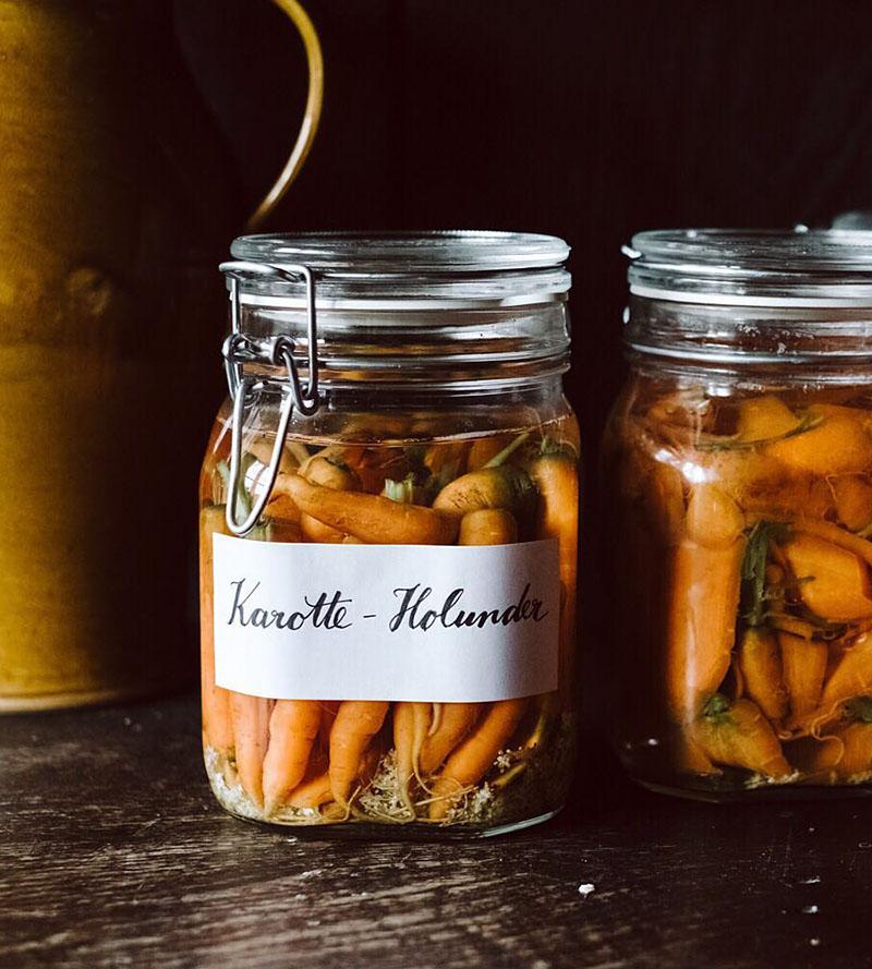 Квашеная морковь с бузиной