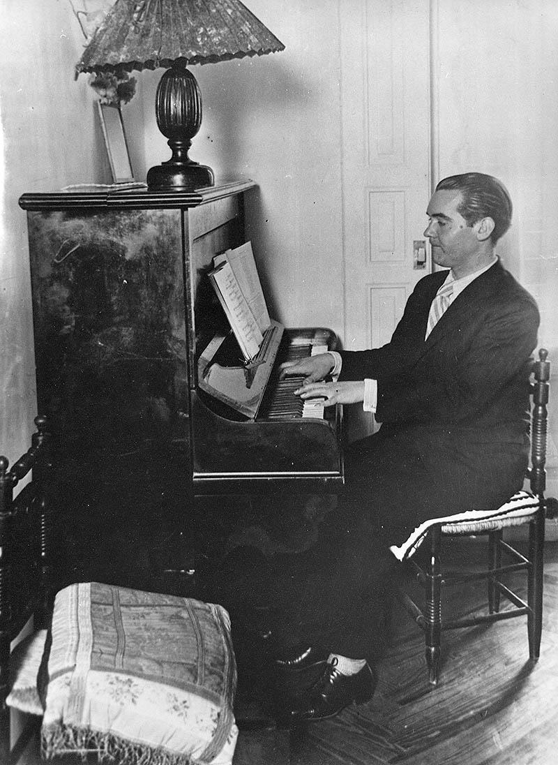 Federico Garcia Lorca au piano