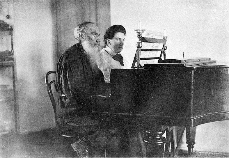 Léon Tolstoï au piano